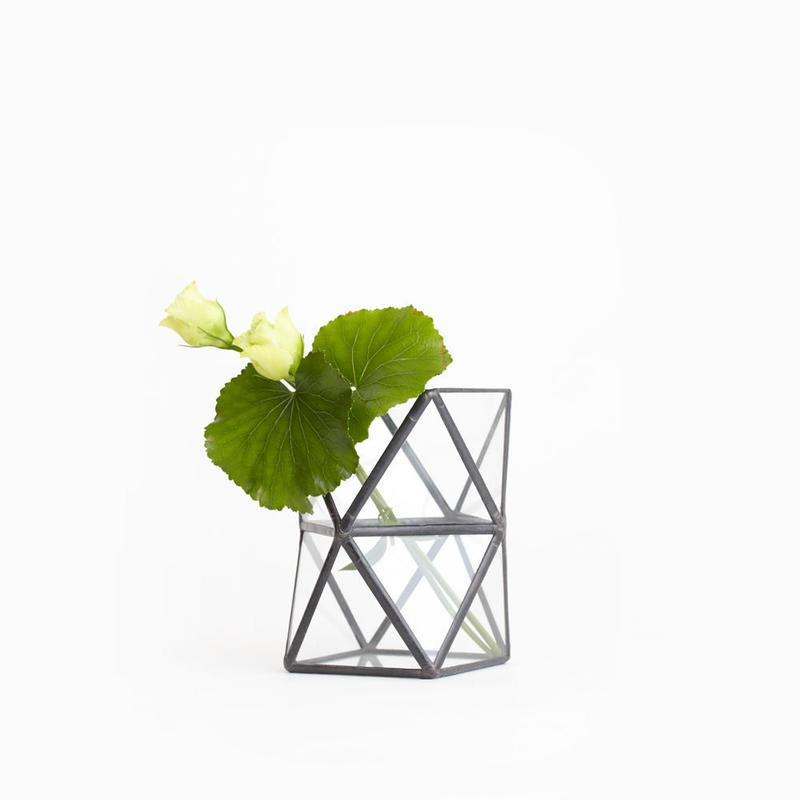 Square  Twist Vase  [Black]