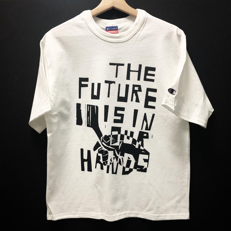 [THE FUTURE IS IN OUR HARDS. ]T-shirt  size : S,M,L / white