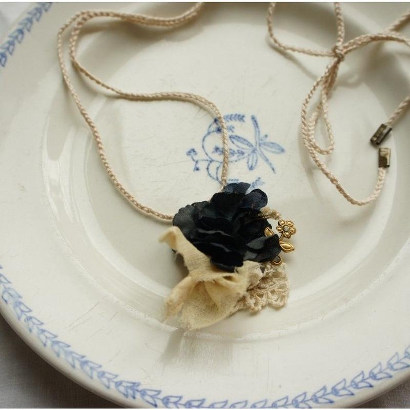 紫陽花と菫のアンティーク・ネックレス