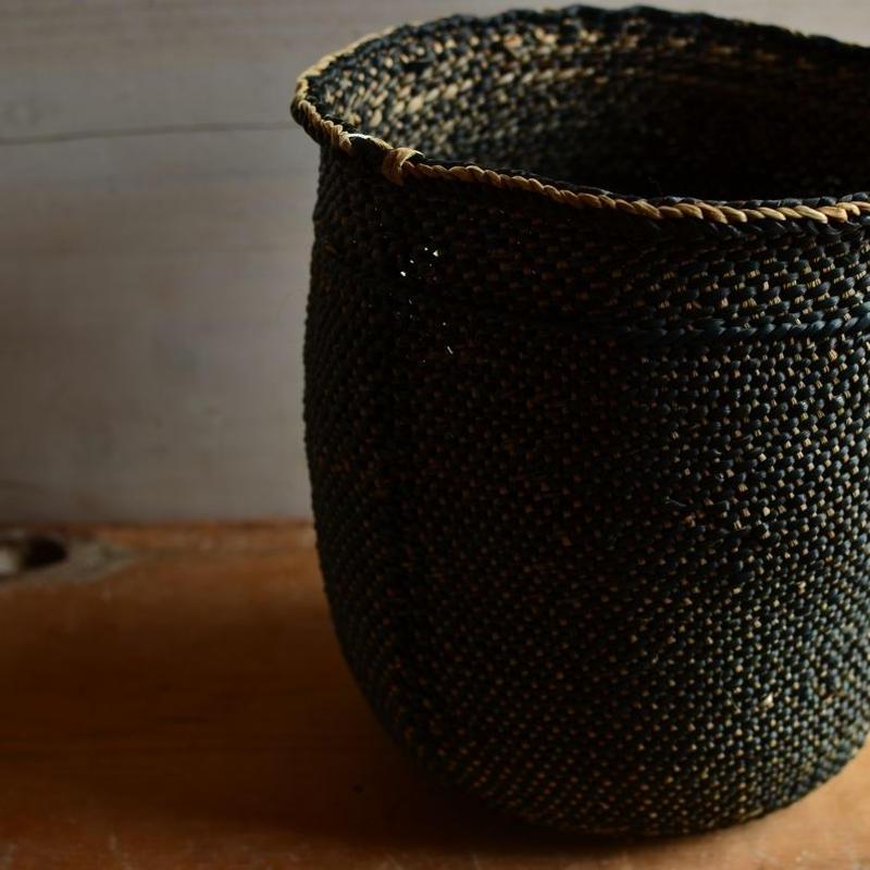 Babaghuri 黒い籠