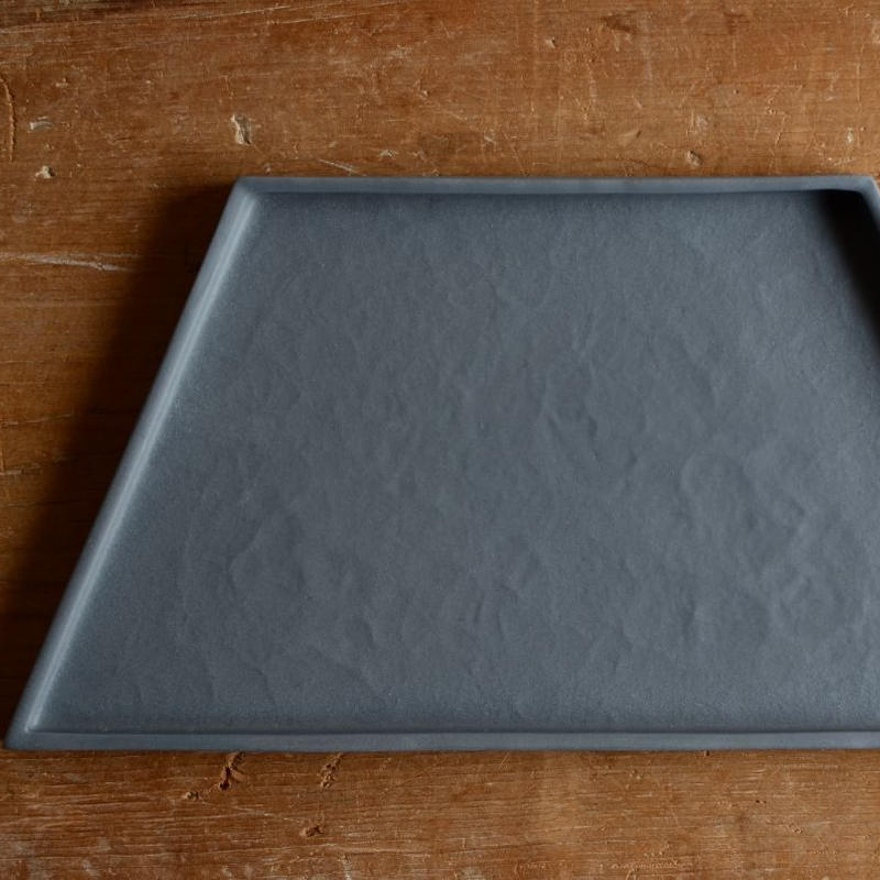 白石陽一さん 台形皿  グレイ 2