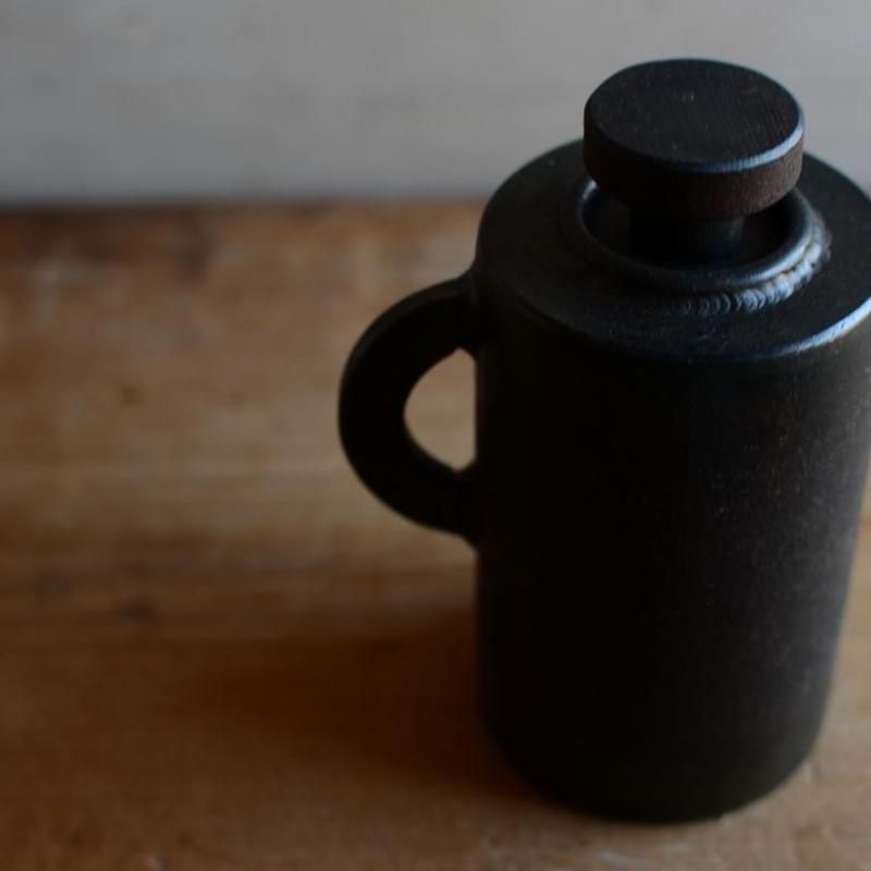 羽生直記さん  鉄のオイルランプ  (ハンドル)