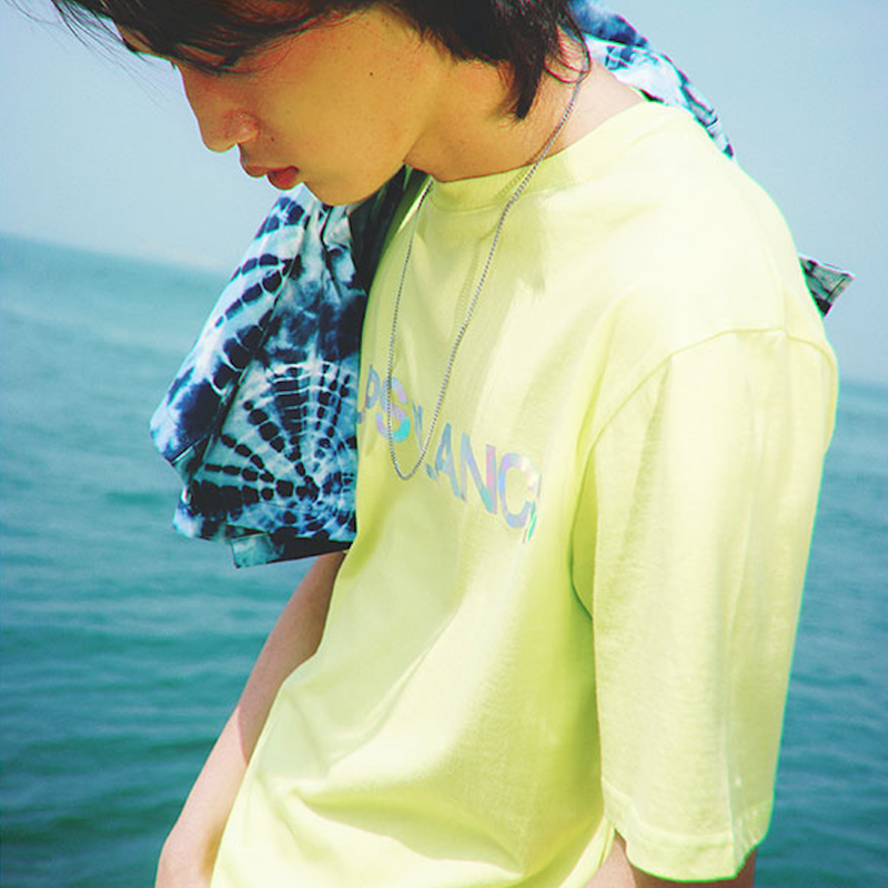 『LOUPS BLANCS』 ホログラムロゴ Tシャツ (Neon)