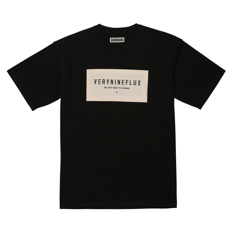 『Verynineflux』 パッチリバース Tシャツ (Black)
