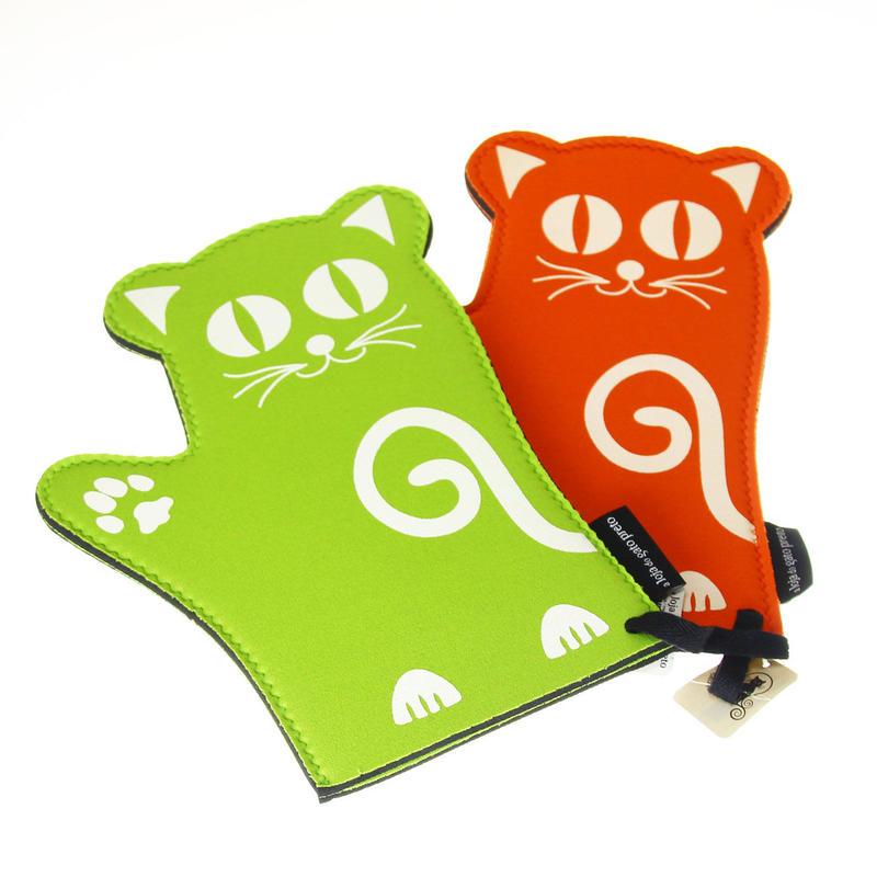 新色入荷【グリーン】伸びの~び素材のネコちゃん鍋つかみ
