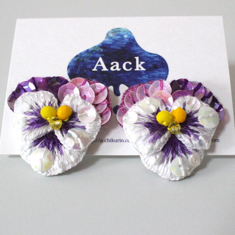 白色×紫ビオラピアス1