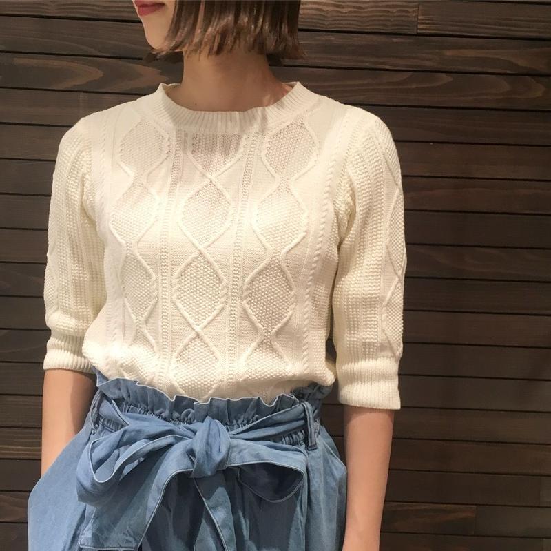 ケーブル編みプルオーバー