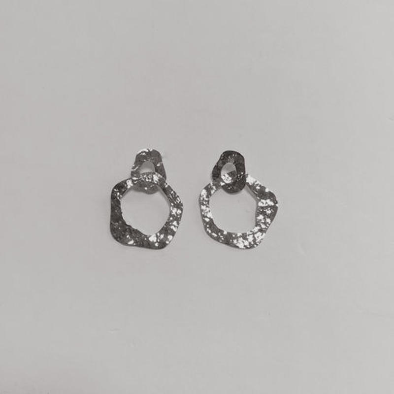 roughness roundish pierced earrings