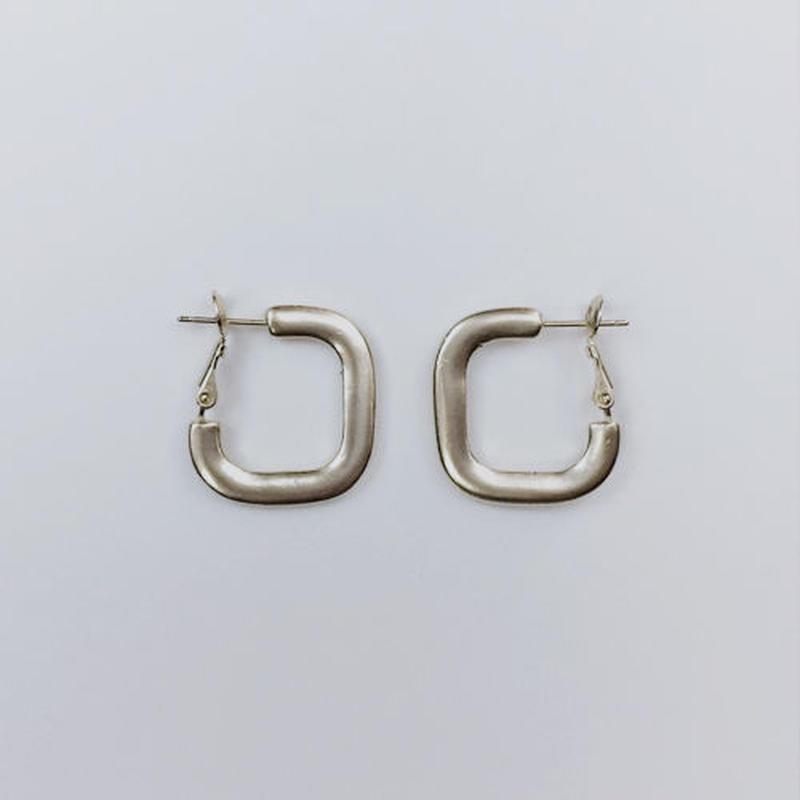 square ring pierced earrings