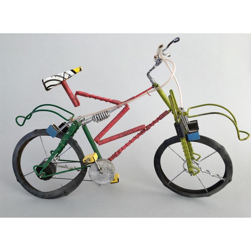 マダガスカル リサイクルアート Pink自転車