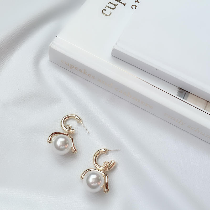 variation gold pearl  pierce