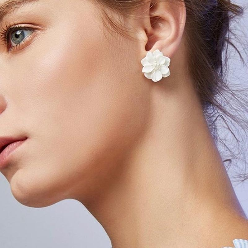 pearl white flower  pierce