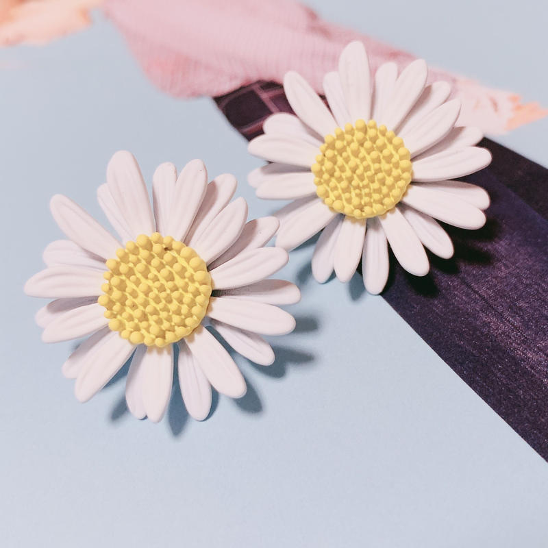 marguerite flower  pierce