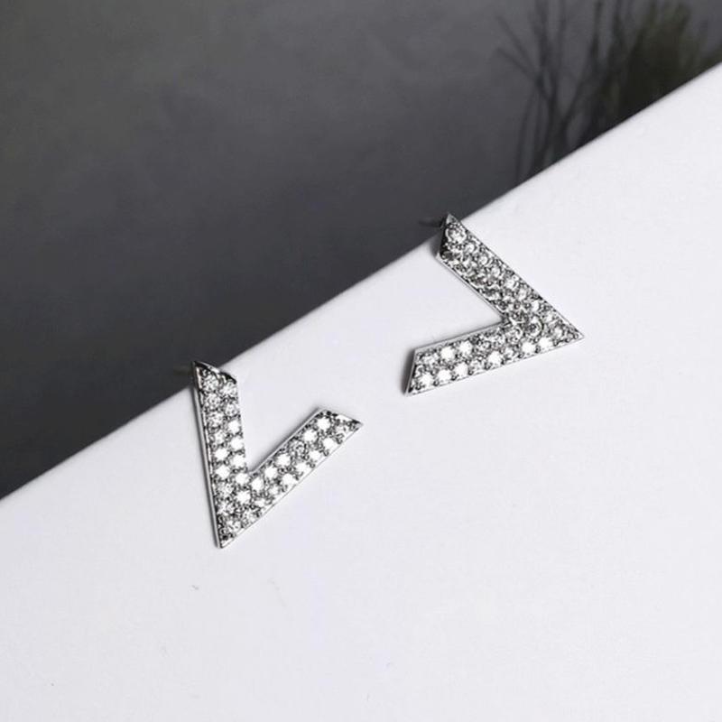v motif stone pierce