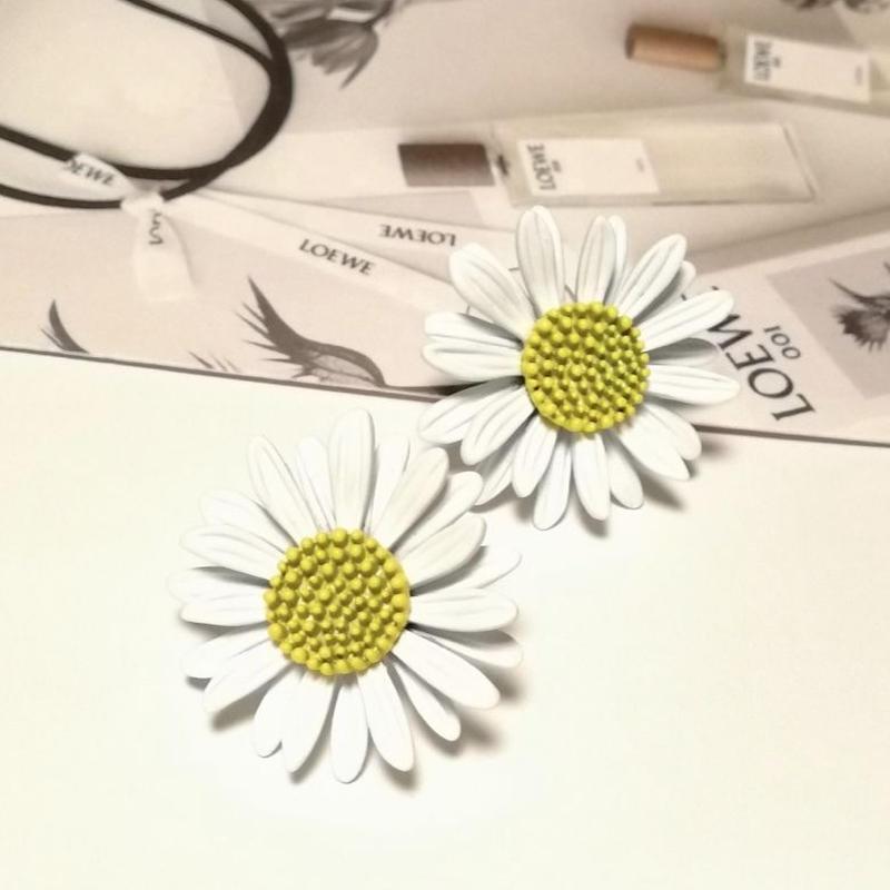 marguerite flower  pierce