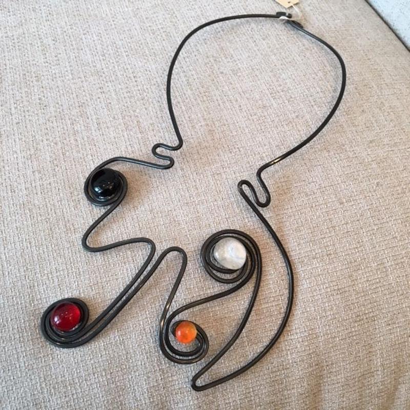 THR (テアチェエレ)黒・赤・オレンジ・白 4つ石ネックレス(THR-COL-164)