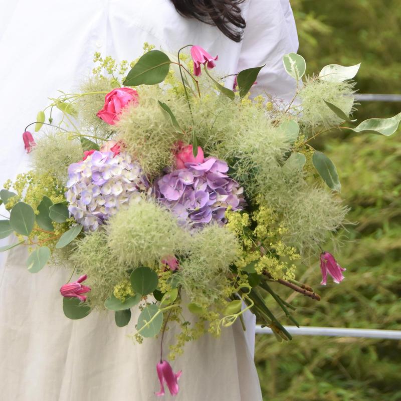 季節のお花を使ったブーケ