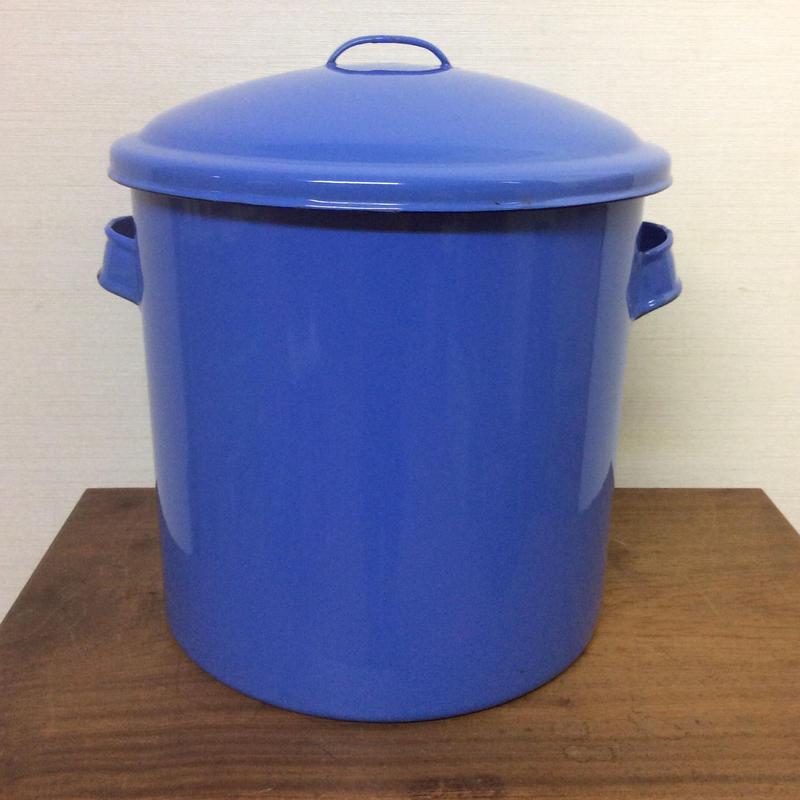 青い琺瑯鍋