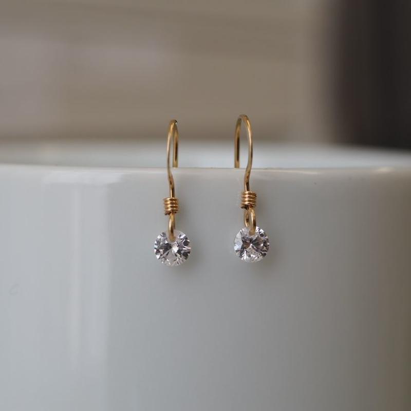 14kgf 小さなジルコニアピアス【輝く・ダイヤモンド・高級感】[PT016]