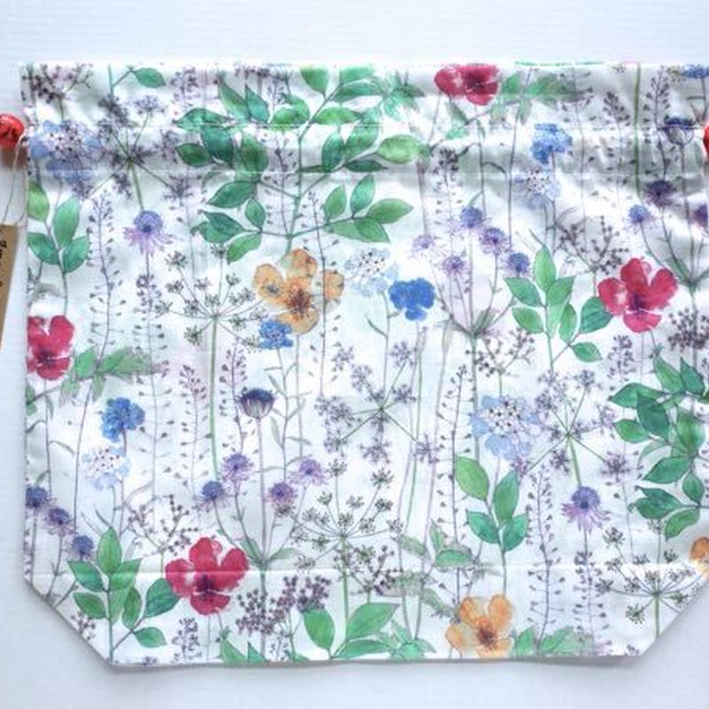 リバティトラベル巾着・イルマ(70%縮小サイズ柄)・ホワイトグリーン