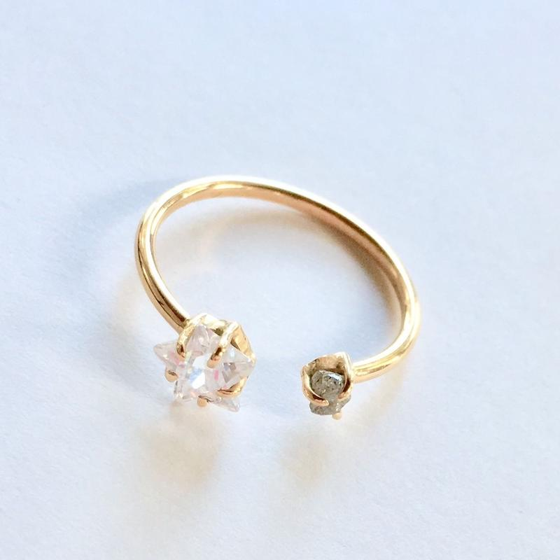 18ct gold Star  Ring / gray rough Diamond