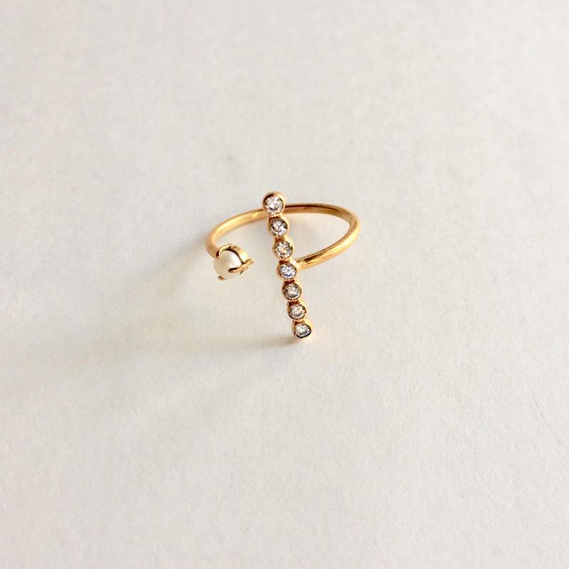 The crux ring/ white zircon, white pearl