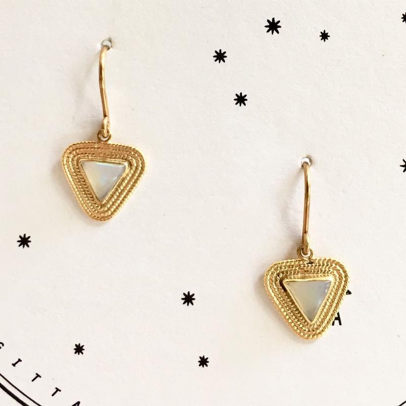 Triangle opal pierce / short