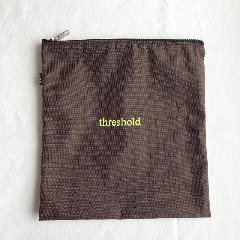 thresholdナイロンポーチ ブラウン
