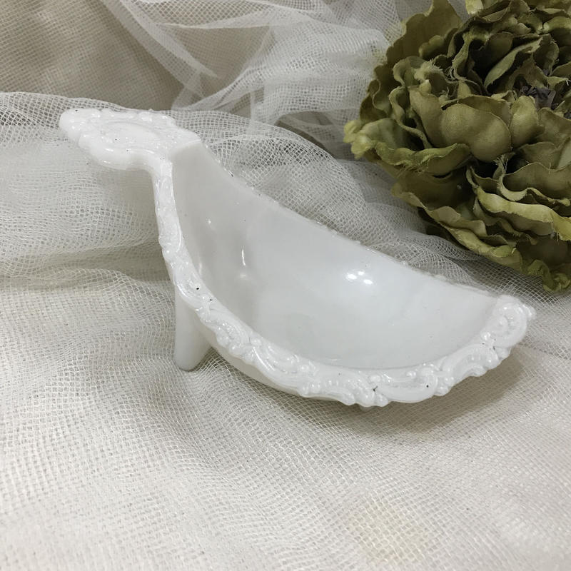 ミルクガラス足つきベース