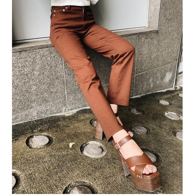 COLOR STRAIGHT PANTS BROWN