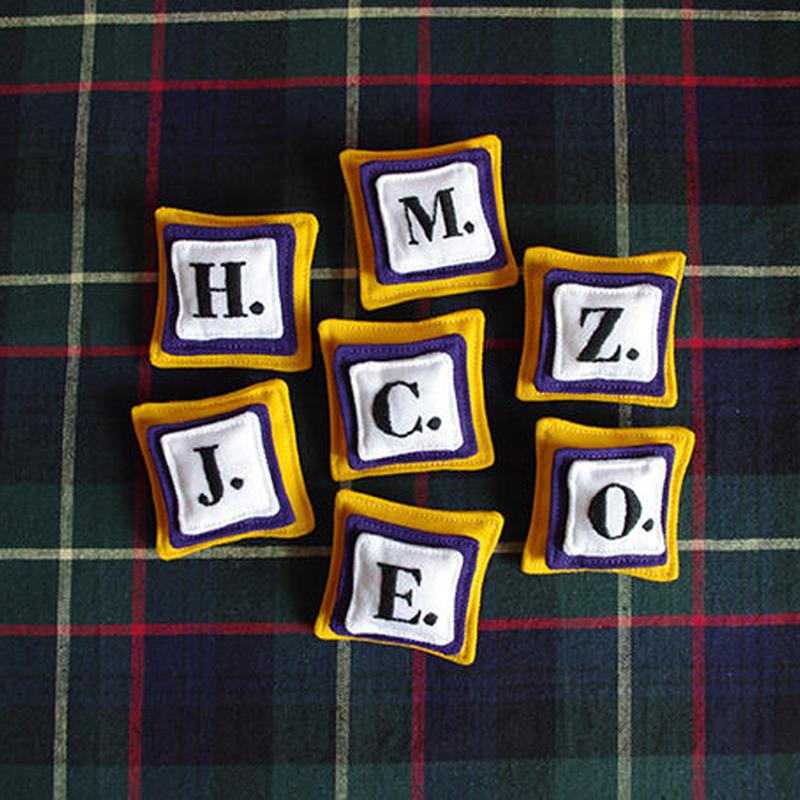 アルファベット・ブローチ | 黄色
