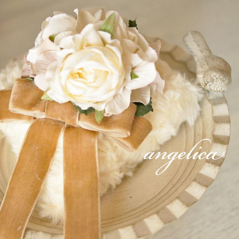 ラベンダーの香りに包まれる 贅沢なサシェ 白い薔薇がエレガント