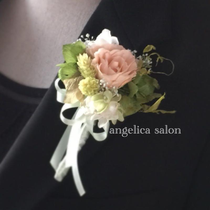 バラの小さなプリザーブドフラワーコサージュ/卒業式・入学式・結婚式/ナチュラルテイスト