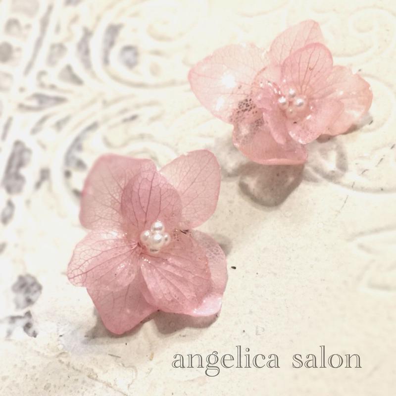 紫陽花アクセサリー ピンクプリザーブドフラワーのあじさいピアス・イヤリング、レジン加工/お誕生日・ご褒美に