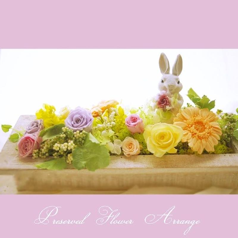 送料無料 イースターアレンジ パステルのトピアリーと、優雅なお花畑のうさぎが癒し空間つくります♪