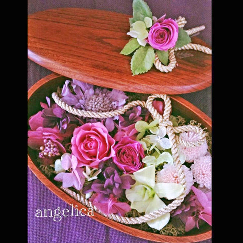 探してた!和のリングピロー 漆器に丁寧にプリザーブドフラワーを詰め込みました。バラ、デンファレ、ピンポンマム、紫陽花 すべてプリザーブドフラワーです!