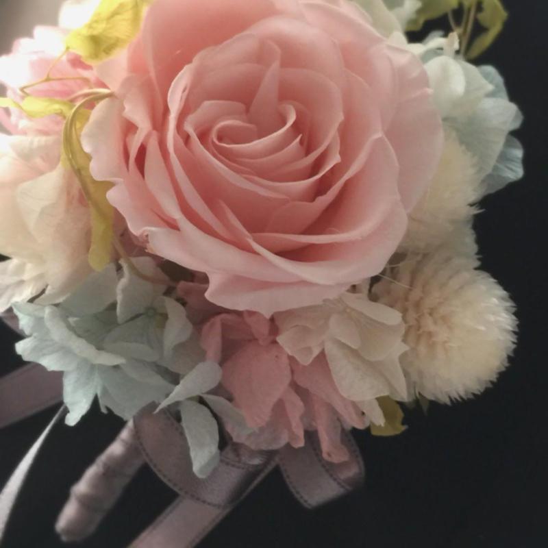 桜ピンク色のプリザーブドフラワー バラのコサージュ/卒業式・入学式・結婚式/ナチュラルテイスト