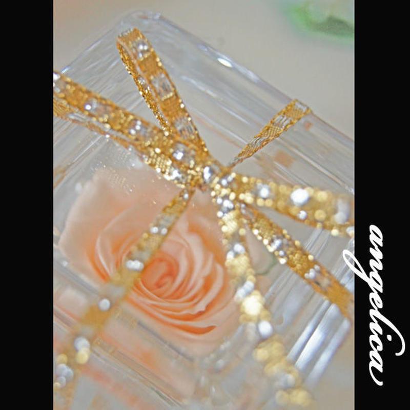 プリザーブドフラワー1輪アレンジ。 ガラスキューブに蓋を付けて。。 色違いのご用意できます!