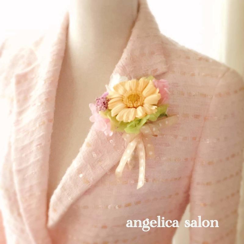 新商品SALE! 上品なパステルオレンジ、ガーベラのプリザーブドフラワーコサージュ/卒業式・入学式・結婚式/紫陽花・バラ