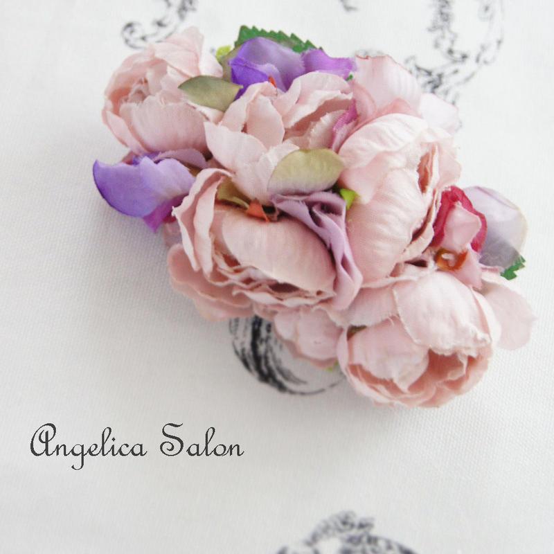 ピンクパープルの小さなあじさいコサージュ/おとなかわいいヘアゴムに・あじさいの花びらがふんわり幸せな気持ちになる ヘアアクセサリー