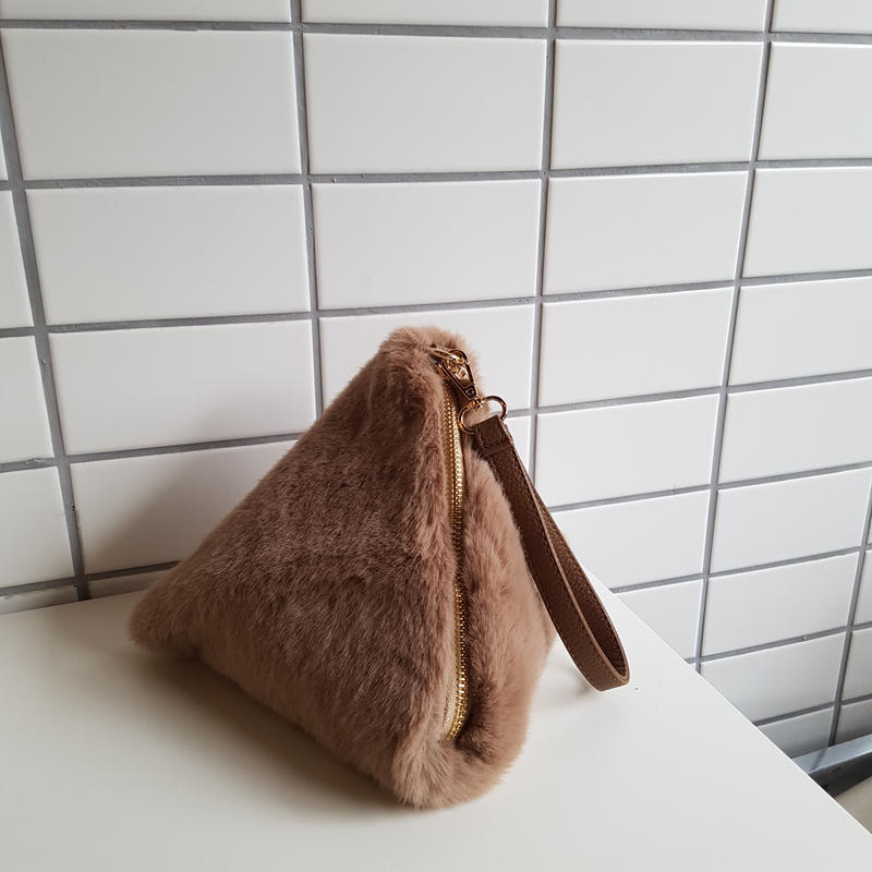 fake far belt bag / pink beige