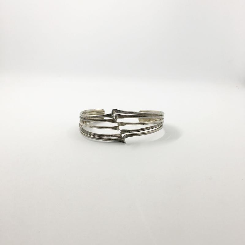 silver design bangle