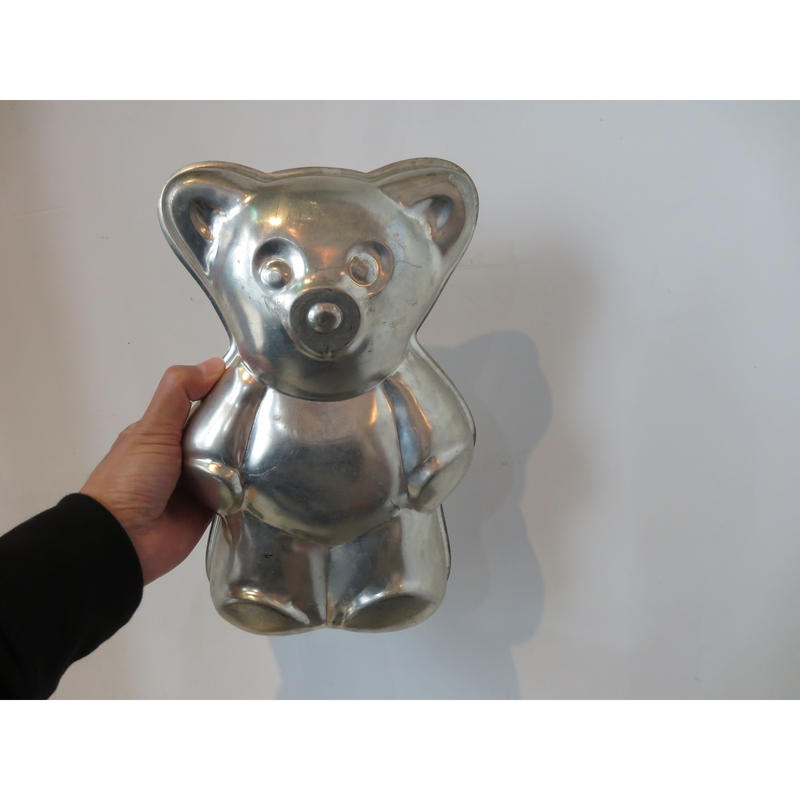 bear mold object