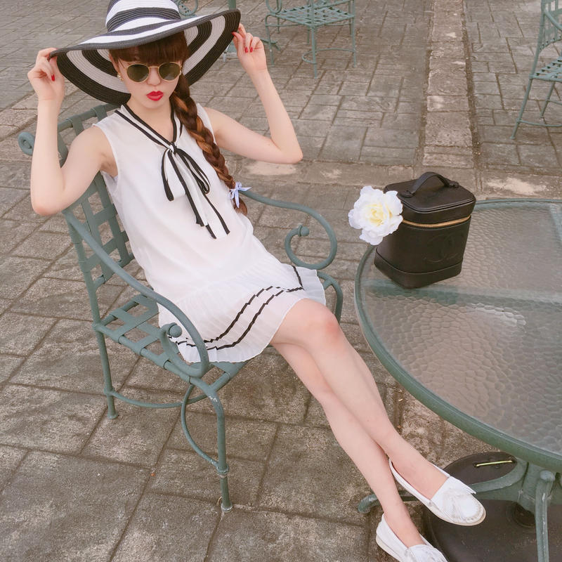 select bicolor one-piece