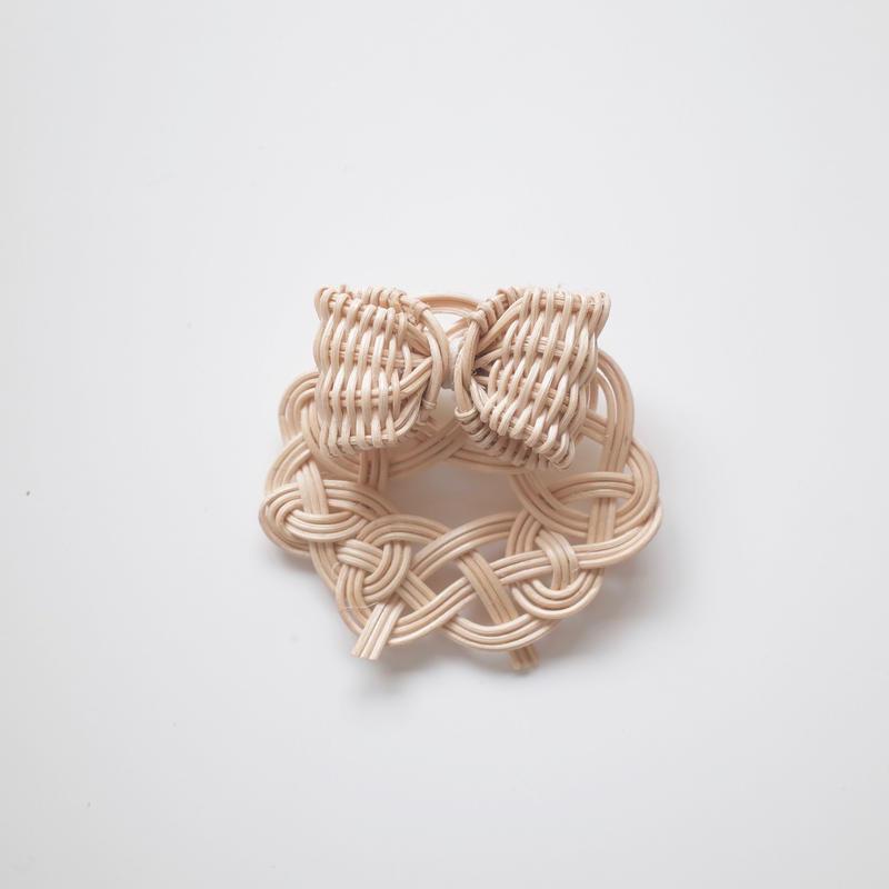 YOSHIKO |  リボンサークル籐ブローチ