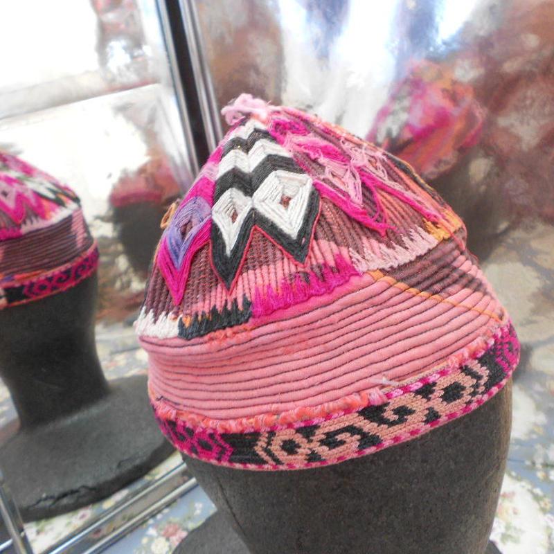 ウズベキスタン ウズベク族UZBEK WOMEN'S CAP 24刺繍女性用帽子48H12cm