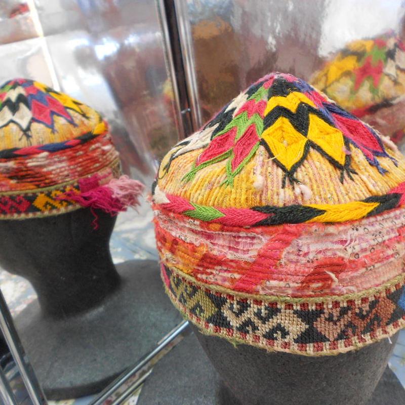 ウズベキスタン ウズベク族UZBEK WOMEN'S CAP49 刺繍女性用帽子50H12cm