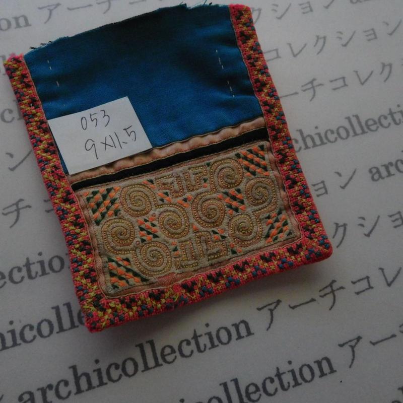 モン族の襟飾り no.53 9x11.5 cm  Hmong embroidery needlework はぎれ ラオス タイ