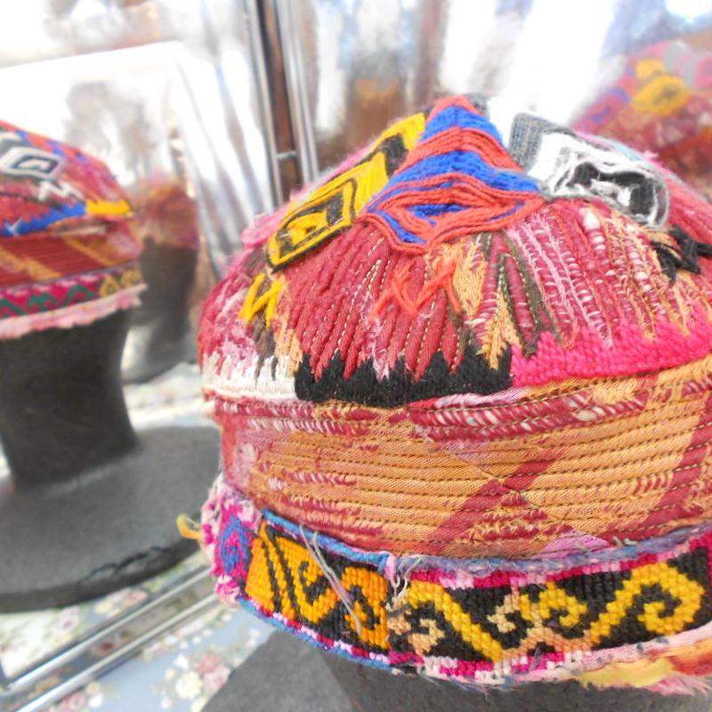 ウズベキスタン ウズベク族UZBEK WOMEN'S CAP 41刺繍女性用帽子52h12cm