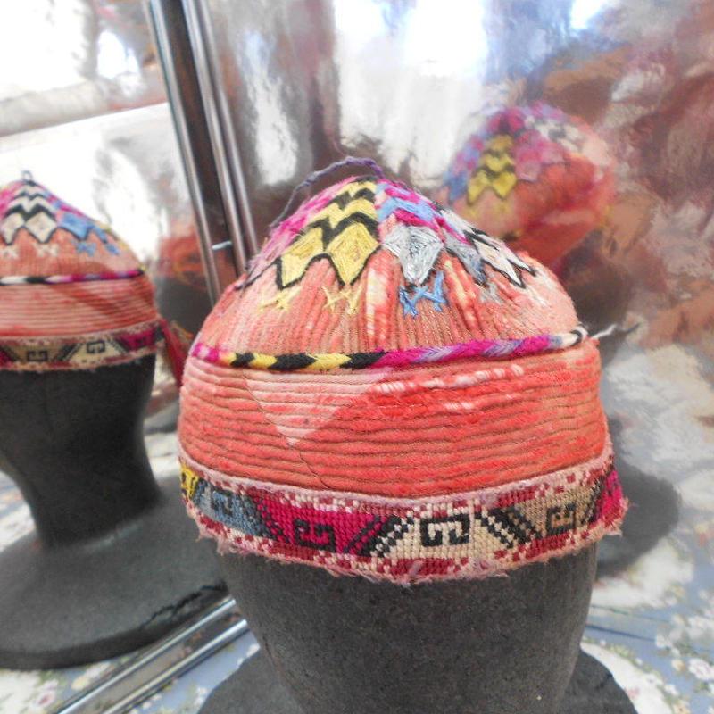 ウズベキスタン ウズベク族UZBEK WOMEN'S CAP34 刺繍女性用帽子52H11cm